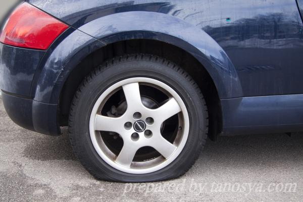 パンクじゃないのにタイヤの空気が減っていた原因は?